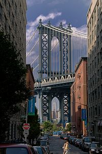 Empire_State_framed_by_the_Manhattan_Bridge_July_2009